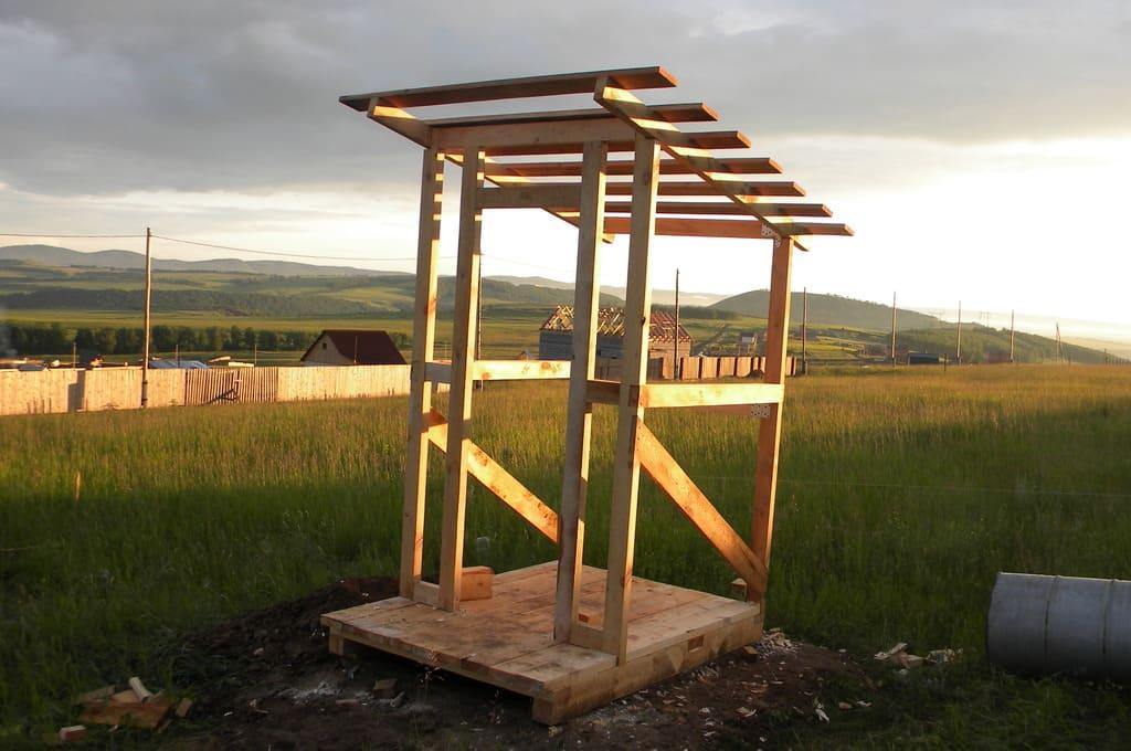 Каркас туалета для дачи