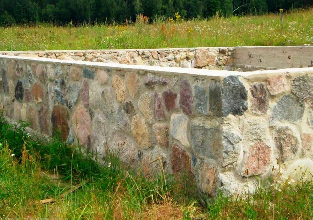 Фундамент из природного камня