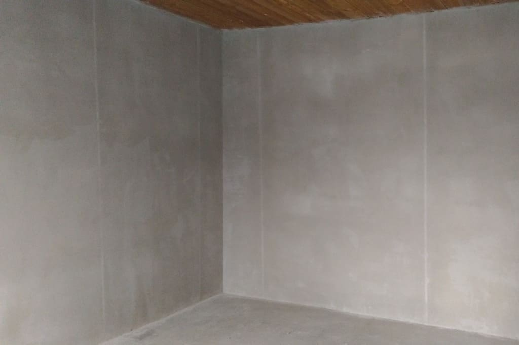 Готовая оштукатуренная стена