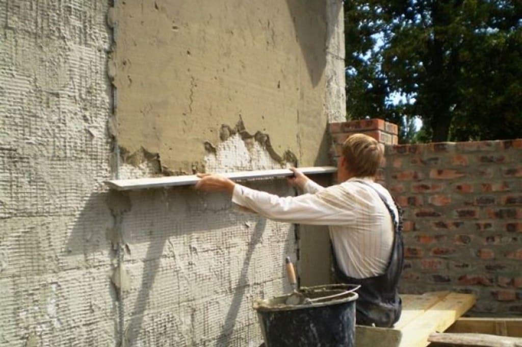 Выравнивание штукатурки на фасадах